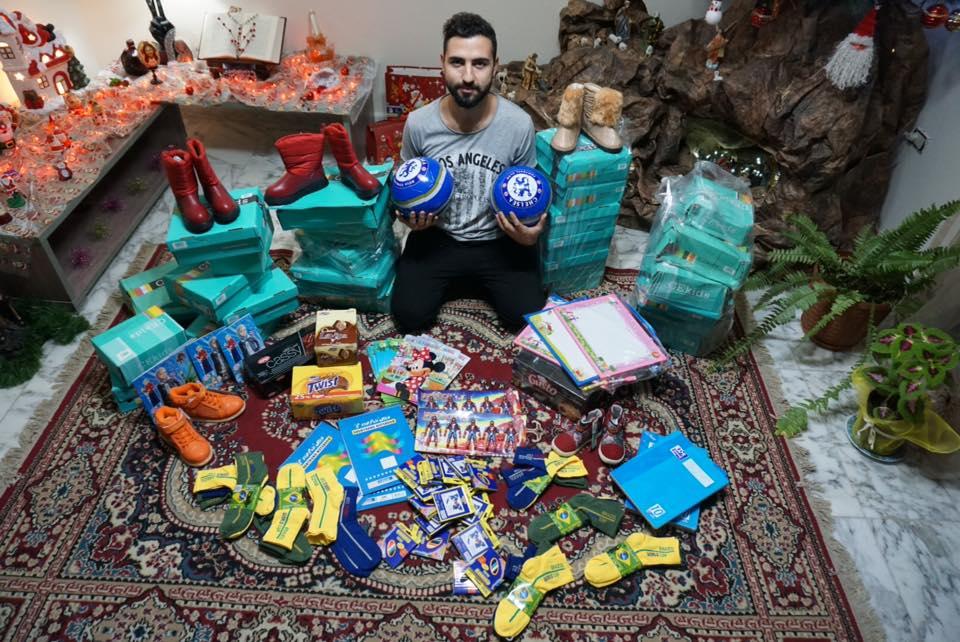 Suriyeli çocuklar için yapılan yardımlarla alınan hediyeler..