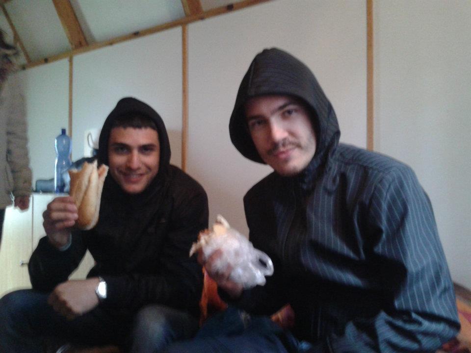Soldaki namıdeğer tazmanya canavarı italyan Ettore, sağdaki de her zaman ayık fotoğraflarımızı çeken dostumuz Sloven tomi