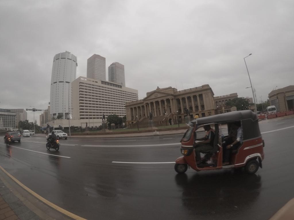 Yağmurlu Colombo ve tuktuk..
