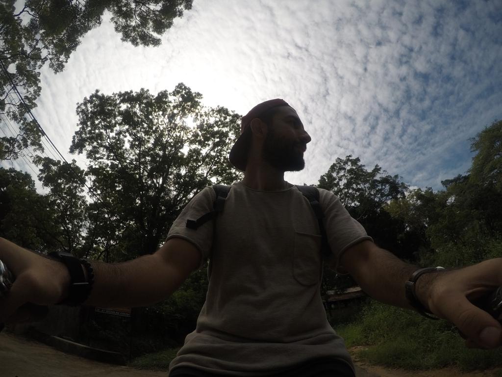 Bisiklet ile Sigiriya köyünü gezerken