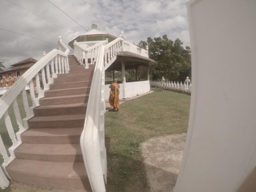 Sigiriya köyü tapınağı, keşiş / Sri Lanka