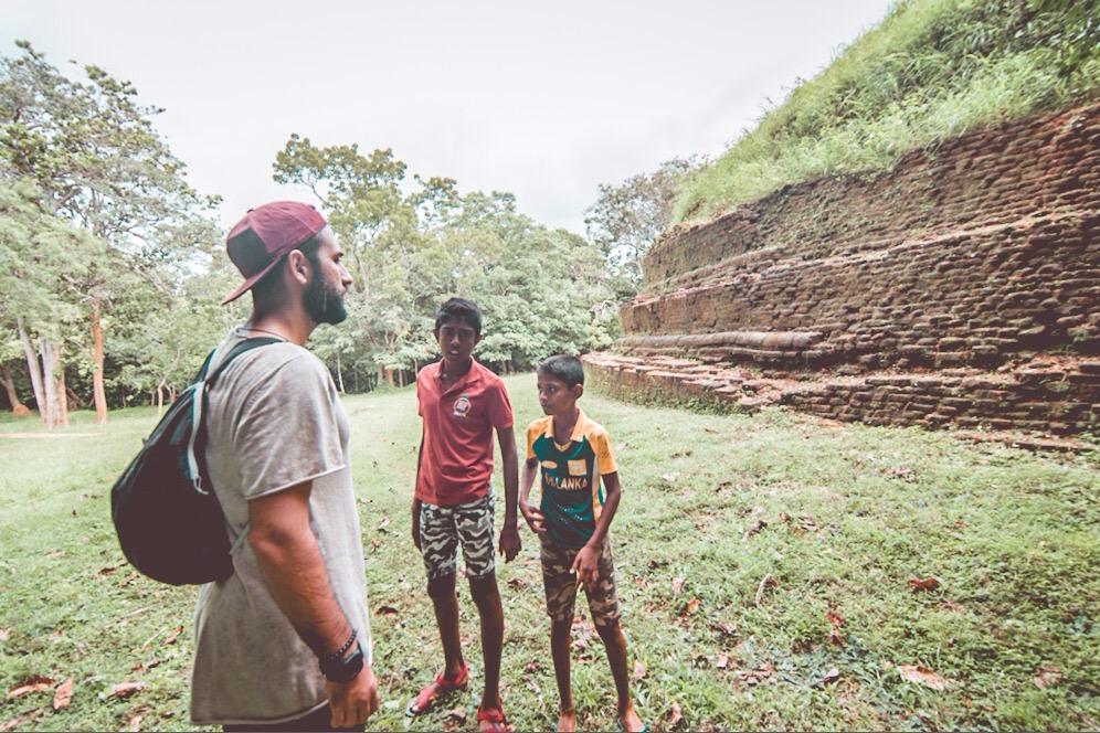 Küçük rehberlerim ile dolaşırken / Sigiriya / Sri Lanka