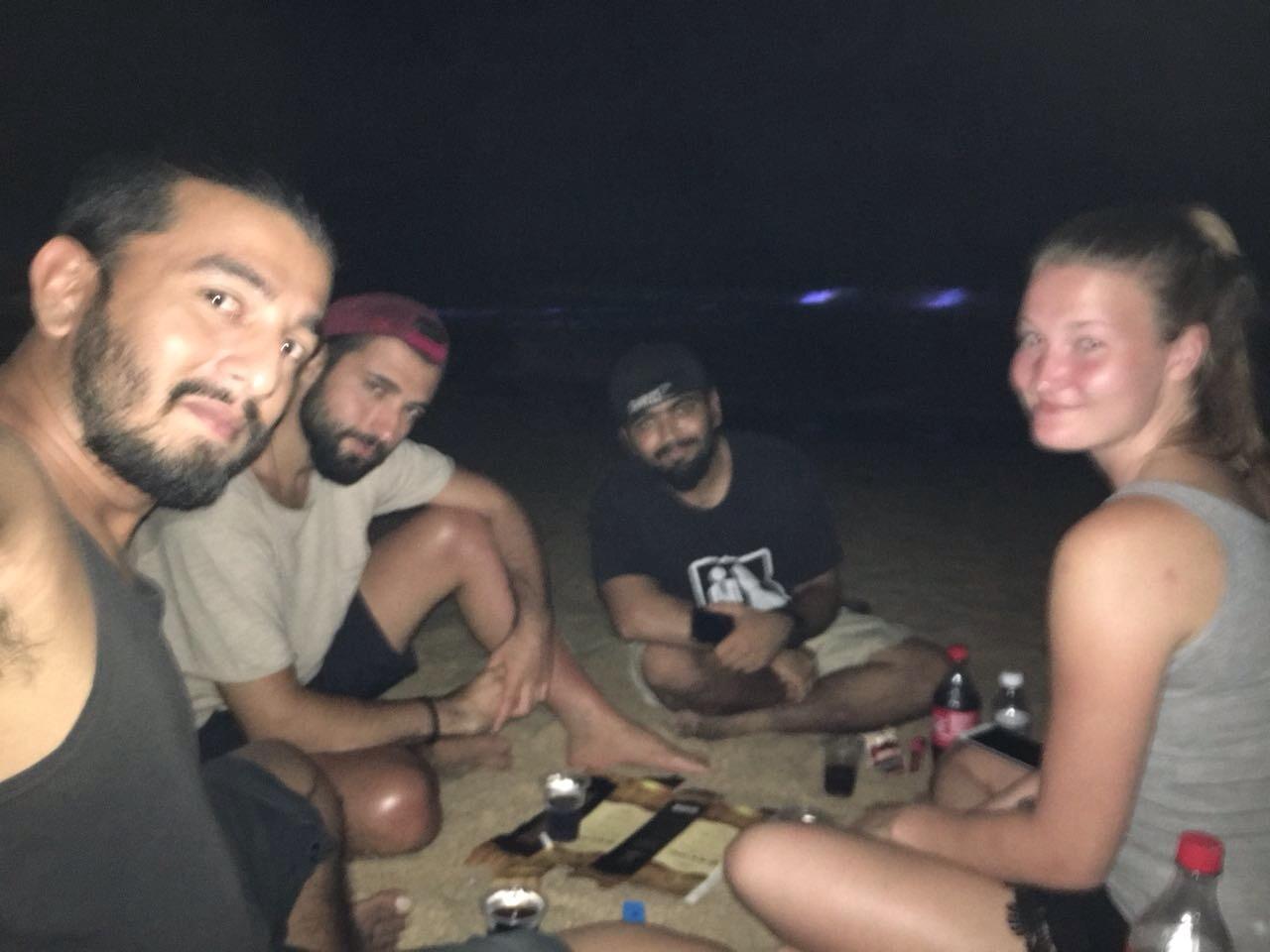 Damien, Jasna ve Abdullah ile birlikte Mirissa Beach / Sri Lanka
