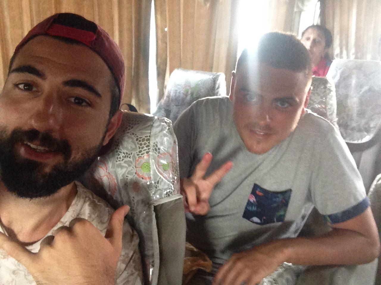 Avustralyalı Josh ile birlikte otobüste..