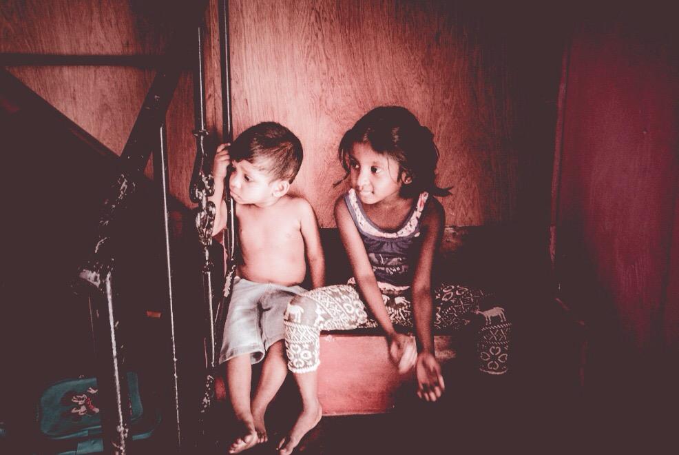2 ve 5 yaşındaki kardeşler / Colombo